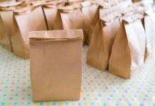 שקיות נייר קרטון לעטיפת מתנות חג